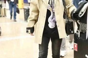 41岁薛佳凝怎么看都不显老短款风衣叠穿卫衣走机场会穿真显嫩