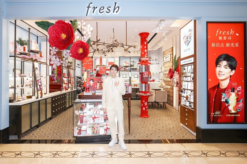 fresh馥蕾诗品牌代言人王源进店体验红茶家族新年限量新品.jpg